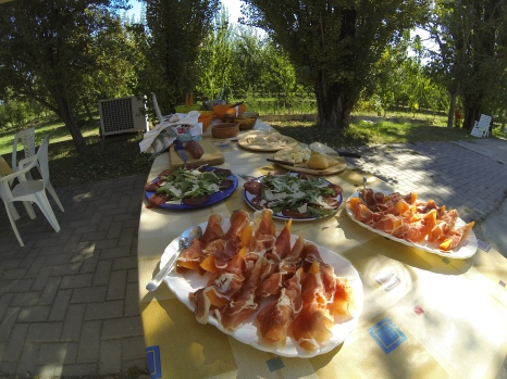 Prosciutto melone, insalata mista (mixed salads), cured sausages, etc, etc -- yes, please!