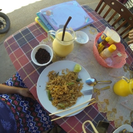 Fried noodles and mango smoothies for lunch!