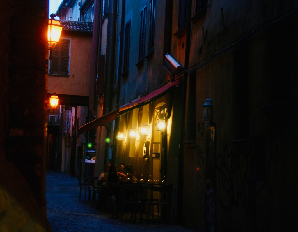 Ferrara_by_night.jpg